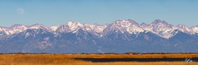 13er, 14er, Colorado, Crestone Needle, Crestone Peak, Gibbous, Kit Carson Mountain, Moon, Moonrise, Mount Adams, Panorama, San Luis Valley, Sangre de Cristo Mountains