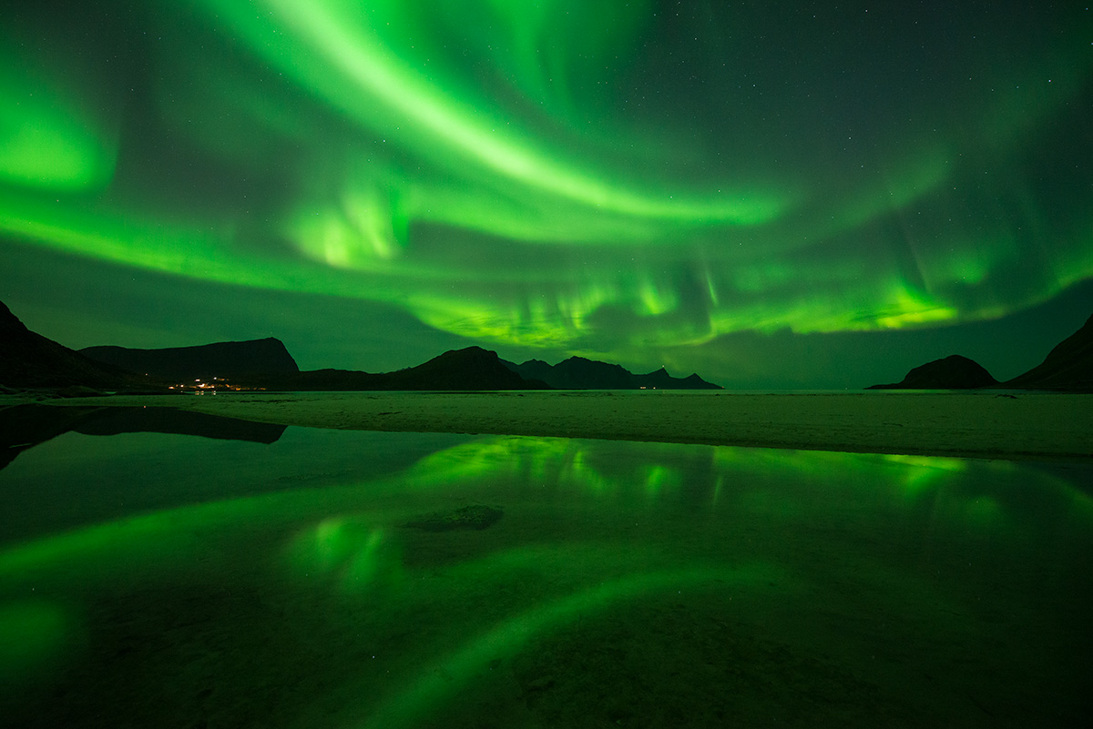 Above, Aurora Borealis, Auroras, Autumn, Beach, Beaches, Evening, Fall, Haukland, Islands, LOFOTEN, Landscape, Landscapes, Lofoten, Lofoten Islands, Lofotens, Night, Night Sky, Nordland, Northern Ligh, photo